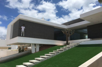 Residential house in Algarve - Bonding of facade panels